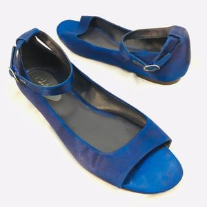 Cole Haan Iridescent Blue Strappy Flat Sandal 9 B